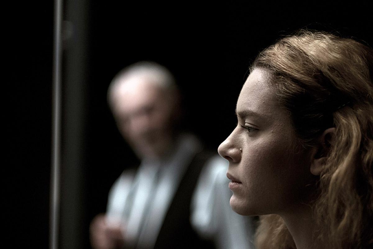 Solness, una storia di assassinii, di vertigine, di desideri, di paura della vecchiaia. A Genova