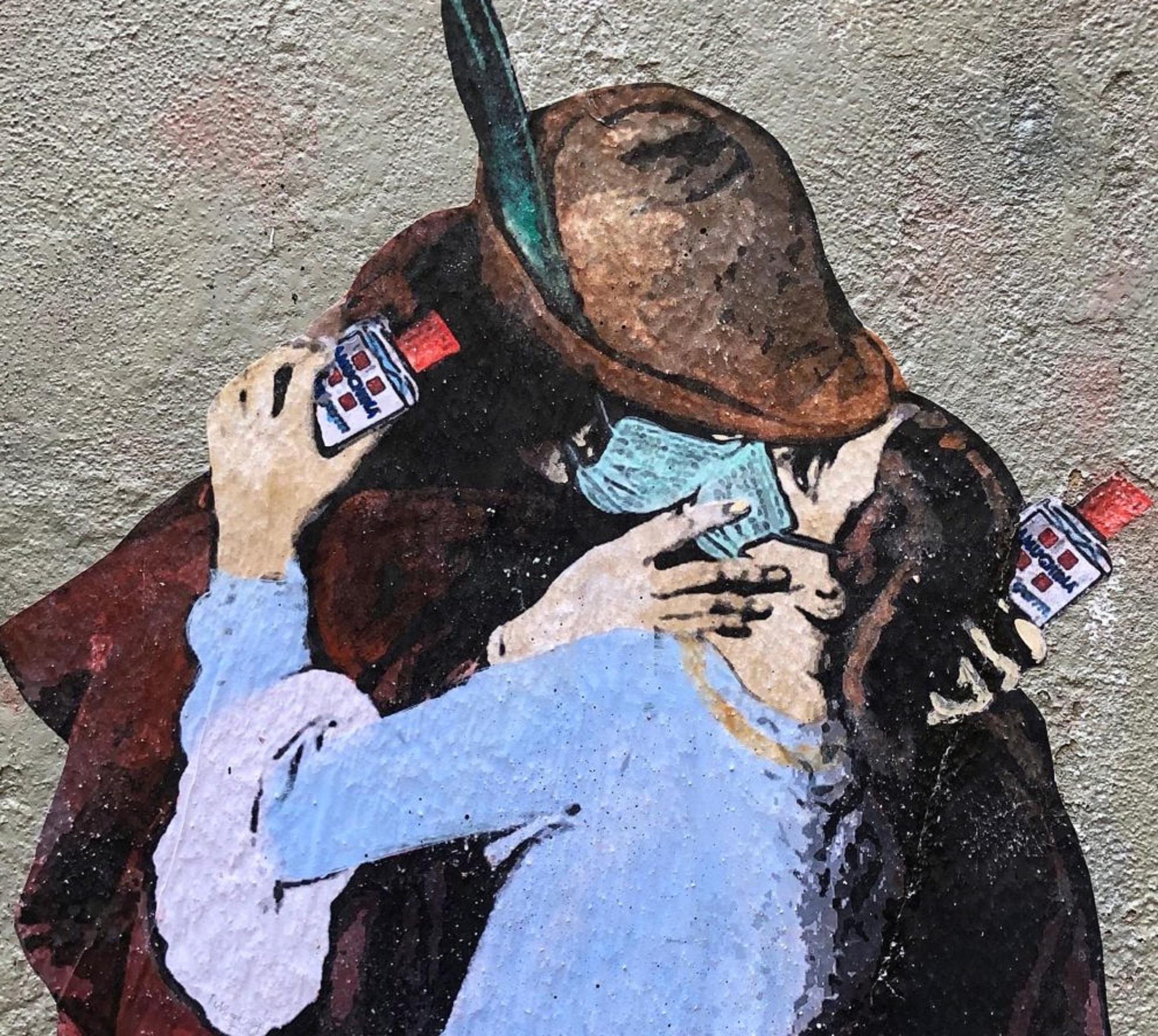 Il Bacio di Hayez con mascherina e Amuchina. L'arte e la paura da Coronavirus