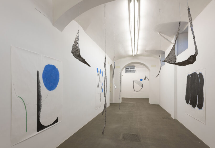 Esther Kläs, Room 2, 2019, nine aluminum pieces, four drawings, dimensions variable - Courtesy Fondazione Giuliani Roma, ph. Giorgio Benni
