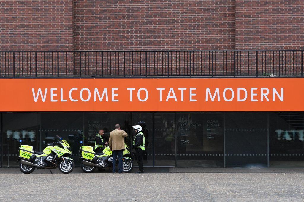 Un dipendente della Tate Modern di Londra ha il Coronavirus, ma il museo non chiude