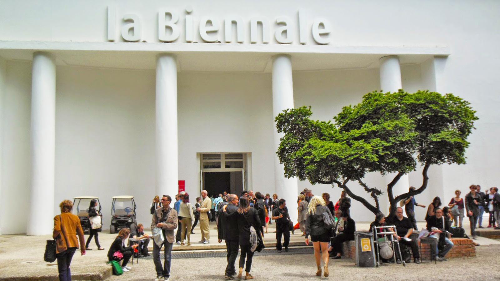 #IoRestoACasa. E da casa ora posso entrare dentro la storia della Biennale di Venezia
