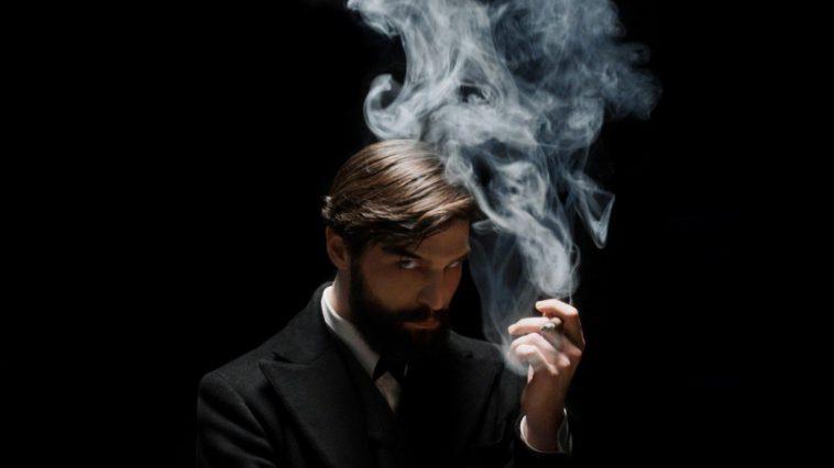 Robert Finster è Freud nella serie Netflix