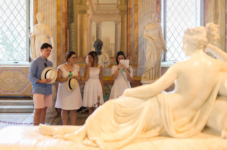 Roberto Cotroneo, nel teatro dell'arte: la nuova mostra gratuita di Palazzo Reale