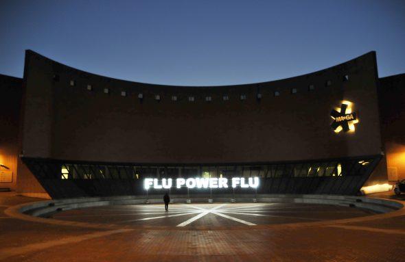 Stefano Cagol, Flu Power Flu, 2007, tubo al neon, 3 fasi di lampeggio. MA*GA Museum, marzo-settembre 2019