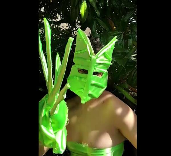 Da #ARTISTSINQUARANTINE @artistsinquarantine Corinne Mazzoli, How to hide from Neighbours, Still da video, 48'', marzo 2020, riprese di Luca Pili, musica di Mr. Island https://www.instagram.com/p/B-KvGOKF2T6/