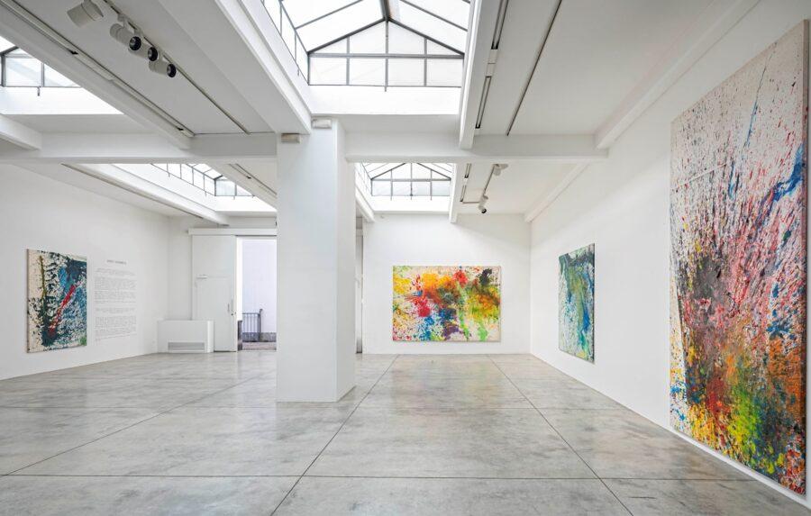 Shozo Shimamoto febbraio – luglio 2020 Installation view Cardi Gallery Milan Ph Carlo Vannini