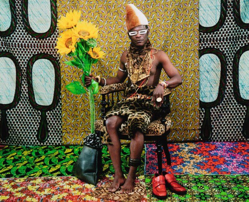 Asta Sotheby's arte africana 2020 Samuel Fosso, Le Chef: celui a vendu l'Afrique aux colons, Tati Series, 1997