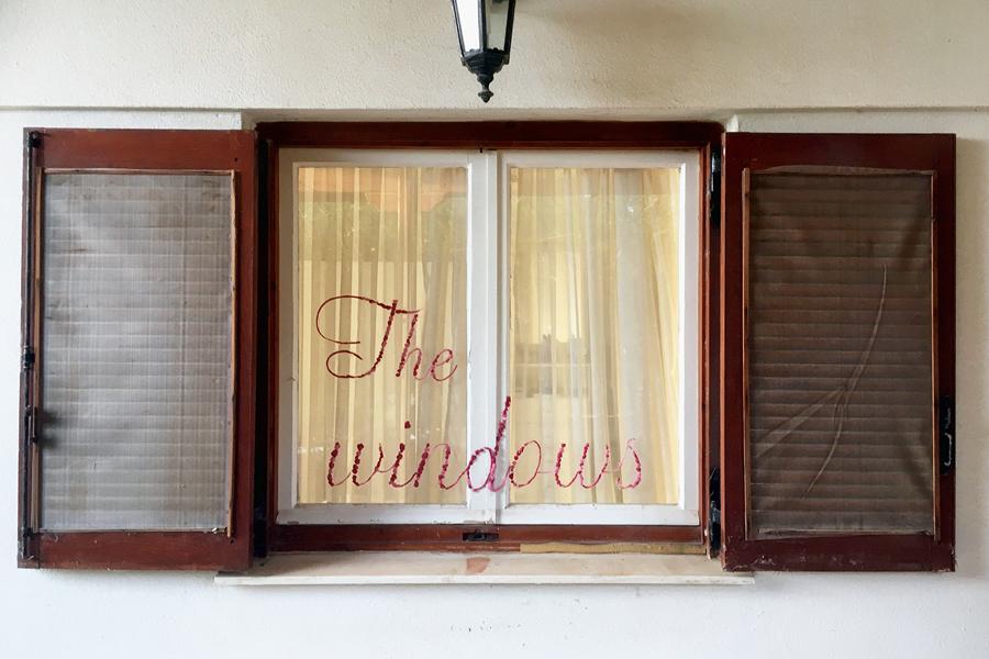 A window to the world. 62 artisti internazionali uniti per un inno alla finestra