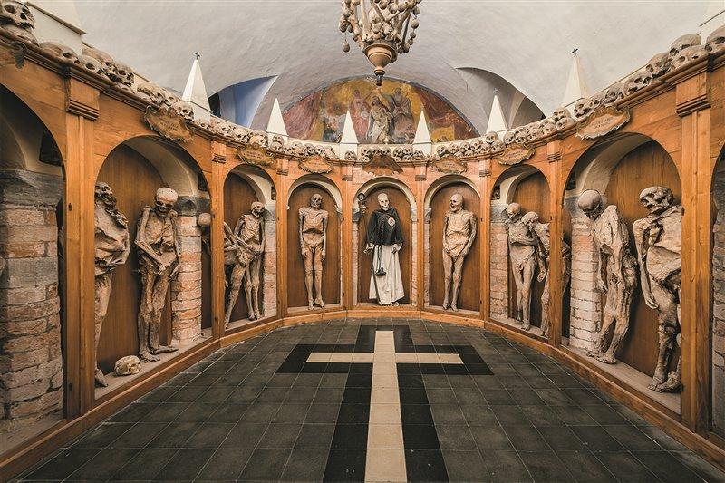 Luoghi del silenzio. L'ammaliante Museo delle Mummie di Urbania