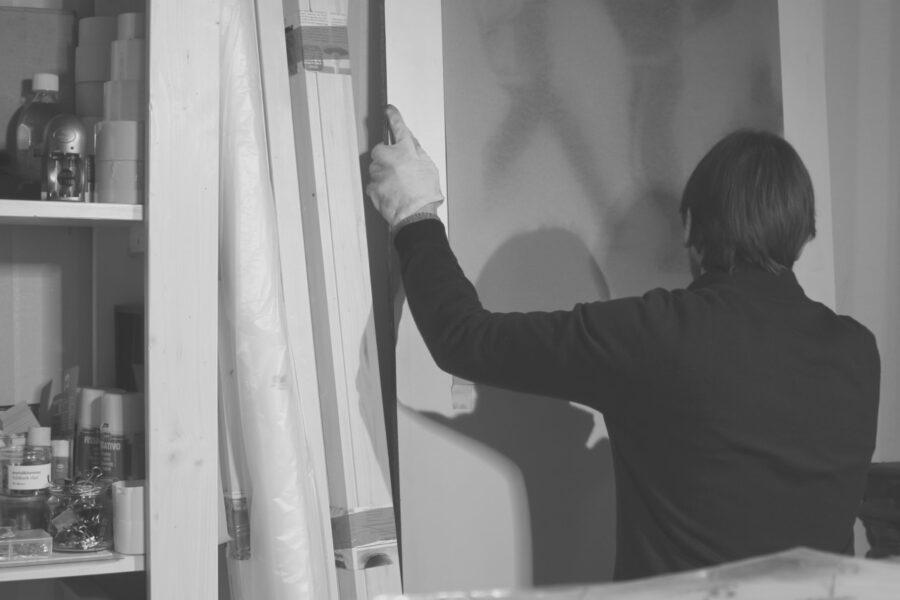 Ettore Pinelli in studio, aprile 2020