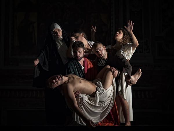 Il Tableau vivant con la Deposizione di Caravaggio (foto Gennaro Parricelli)