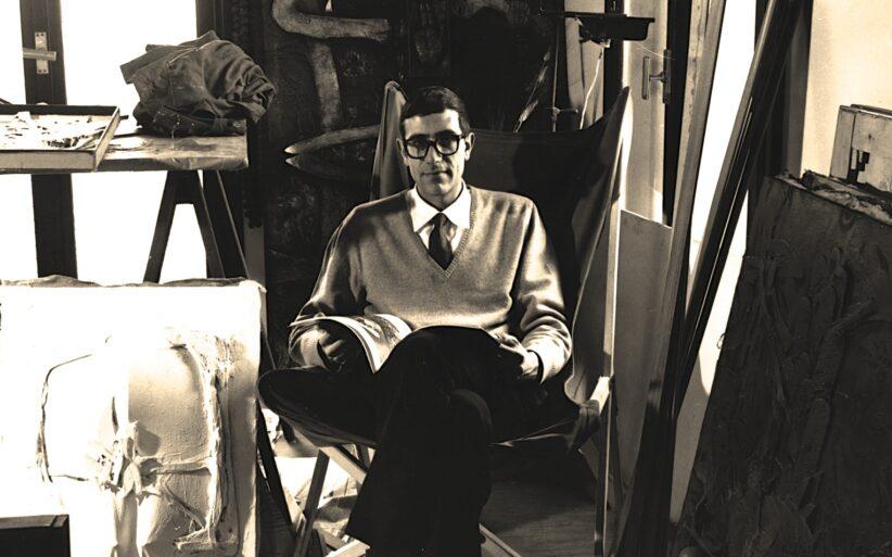 Lucio Del Pezzo nel suo studio
