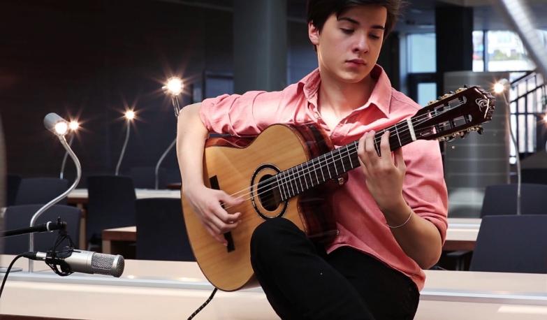 Marcin Patrzalek, il chitarrista che spopola nel web