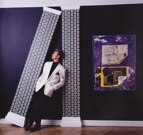 Minotauri e Lucian Frued. La carta da parati di David Bowie all'asta da Sotheby's