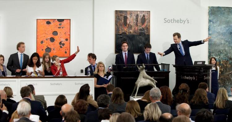Tagli al personale da Sotheby's per il COVID-19? Nel frattempo Hauser&Wirth donerà il 10% dei profitti online al fondo solidarietà OMS