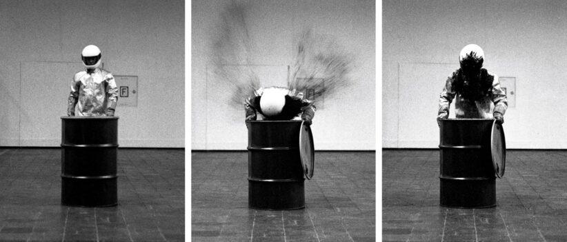 HÄUSLER Roman Signer Barrell with Explosion (Düsseldorf) 1992 Fotografia a getto d'inchiostro montata su alluminio. Tre pezzi 60 x 40 cm (ciascuno) Ed. 6/10 + 3 AP Courtesy dell'artista e Häusler, Monaco, Zurigo