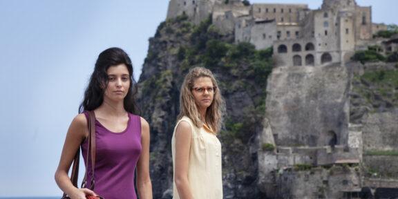 L'amica geniale. Sullo sfondo, il Castello di Ischia