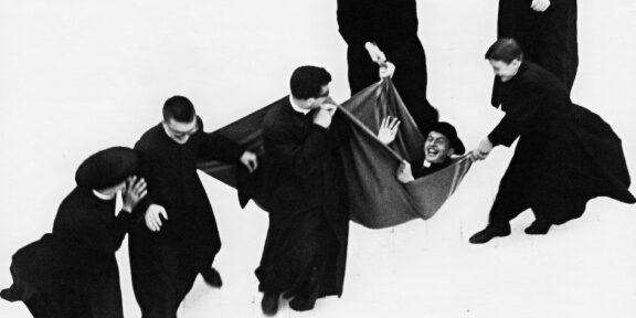 Mario Giacomelli Io non ho mani che mi accarezzino il volto 1961/63 Gelatin Silver Print Courtes y Collezione Civica Senigallia © Archivio Eredi Mario Giacomelli