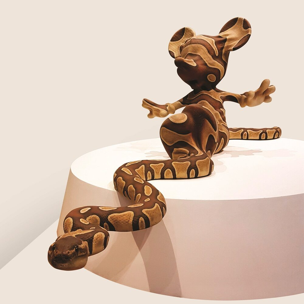 Banksy, Mickey Snake, 2015, fibra di vetro, poliestere, resina, acrilici, 72x82x262 cm, Brentwood (UK), Brandler Galleries, BGi/30