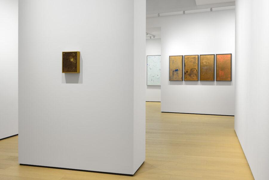"""Installation on view dalla mostra """"Materie, spazi, visioni"""", in corso fino al 6 giugno 2020. In questa foto, al piano terra, Sophie Ko © Michele Sereni"""