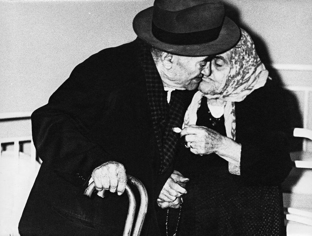 Mario Giacomelli Verrà la morte e avrà i tuoi occhi 1964/68 Gelatin Silver Print Courtes y Collezione Civica Senigallia © Archivio Eredi Mario Giacomelli
