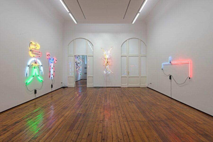 Veduta della mostra Keith Sonnier, Light Works. 1968 to 2017, Galleria Fumagalli, Milano, 2018. Ph. Antonio Maniscalco. Courtesy Galleria Fumagalli.