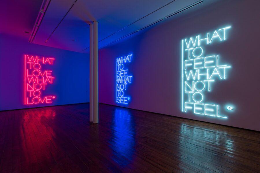 Veduta della mostra Maurizio Nannucci, What to see what not to see, Galleria Fumagalli, Milano, 2017. Ph. Antonio Maniscalco. Courtesy Galleria Fumagalli.