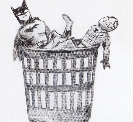 Batman e Spiderman in un cestino