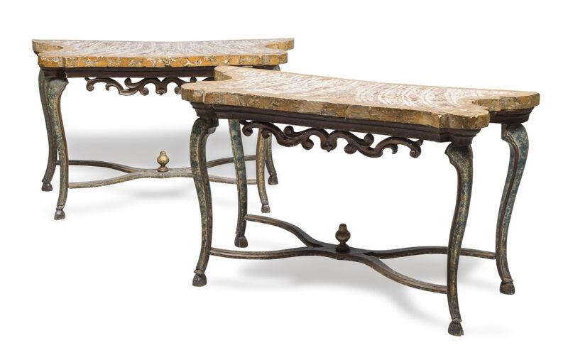 Lotto 193 - Splendida coppia di console con piani in scagliola a finto marmo fior di pesco, marche XVIII secolo. Stima 5.000-7.000 euro