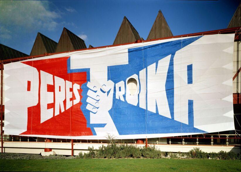 Erik Bulatov Perestroika, 1989 Progetto originale sulla facciata del / original project displayed on the facade of the Centro Pecci Foto / photo © Carlo Gianni