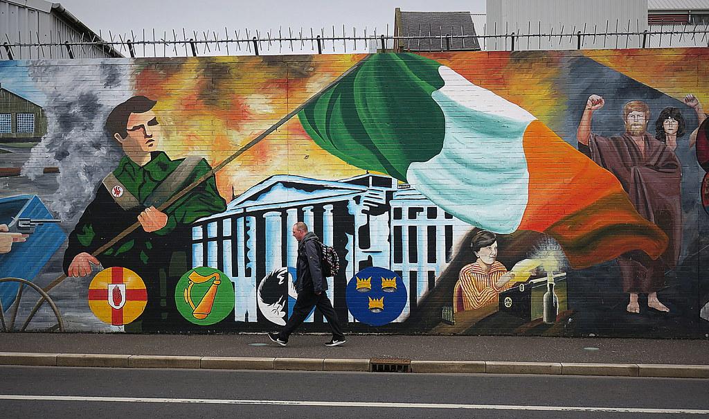 Reportage di ARTE da Belfast, dove i murales ricordano il passato burrascoso dell'Irlanda del Nord
