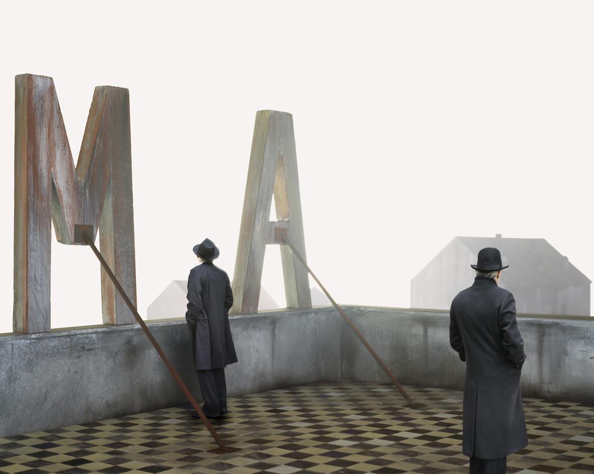 Doppio e finzione impressi su pellicola: Paolo Ventura in mostra a CAMERA, Torino