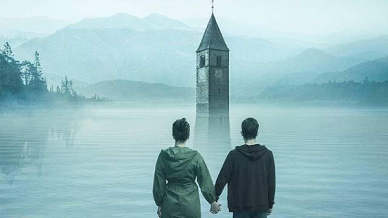 Misteri e leggende di un antico campanile sommerso in Curon, serie italiana di Netflix