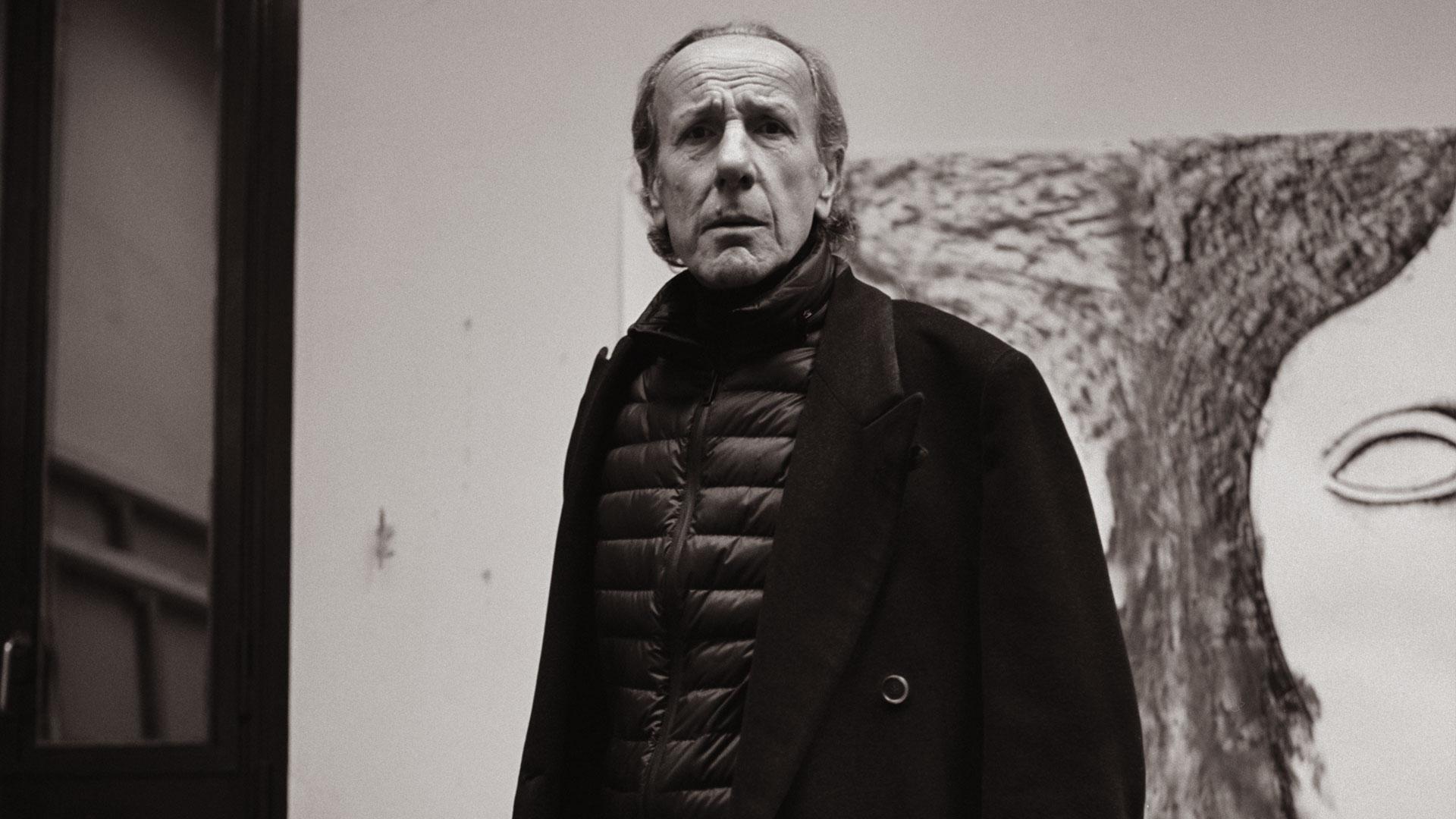L'arte come evocazione: i disegni postmoderni di Enzo Cucchi in mostra a Roma