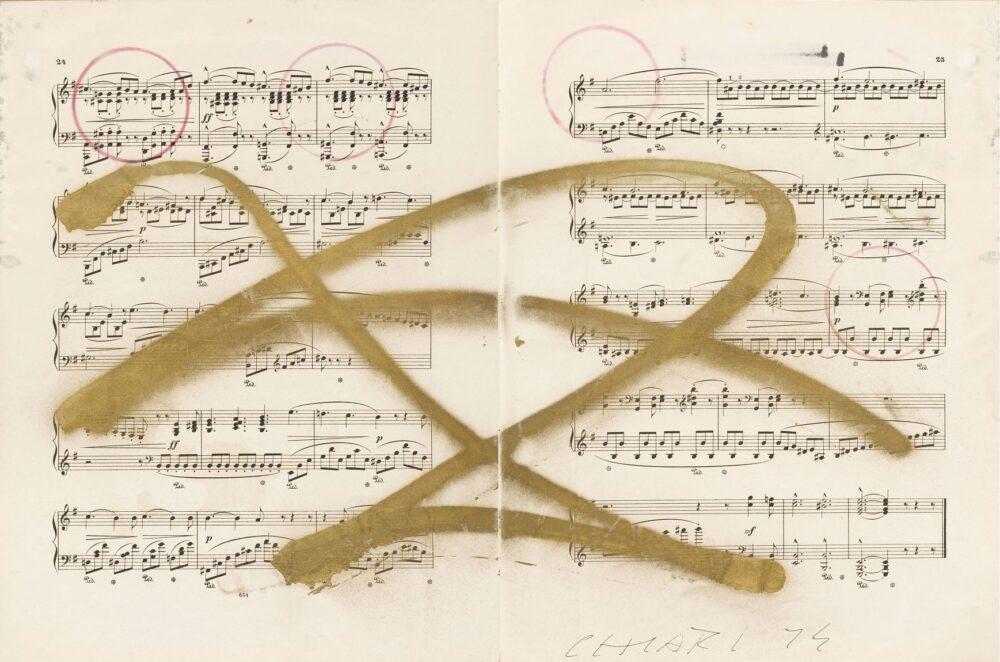 FRITTELLI Giuseppe Chiari Weisse Rose 4 1974 Tecnica mista su spartito musicale 33,5 x 51 cm Courtesy dell'artista e Frittelli, Firenze