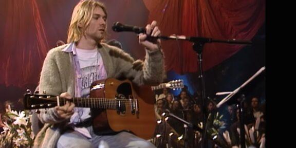 Kurt Cobain con la chitarra Martin D-18E durante l'MTV Unplugged a New York