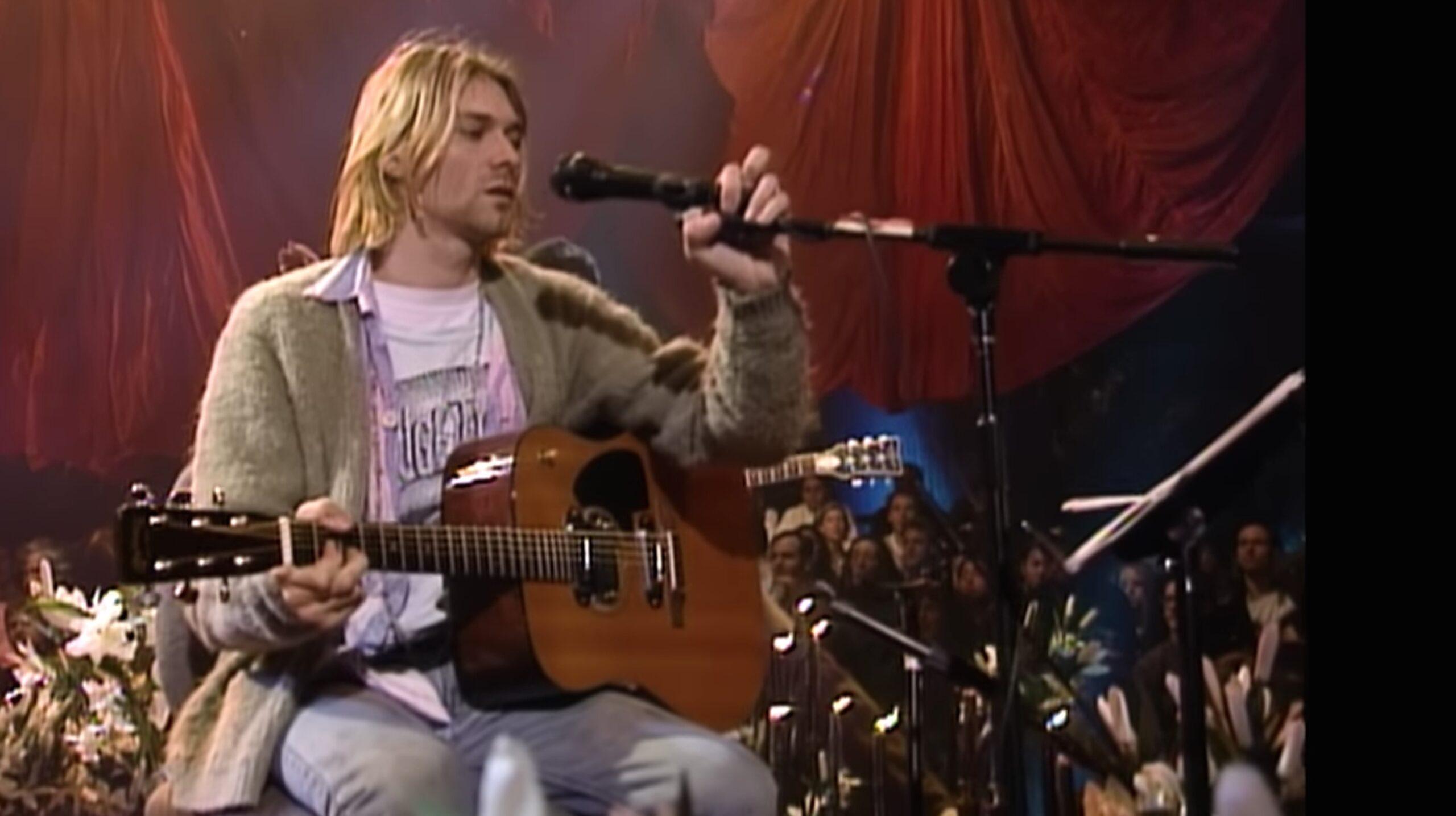 Kurt Cobain superstar. La sua chitarra venduta al record di 6 milioni di dollari