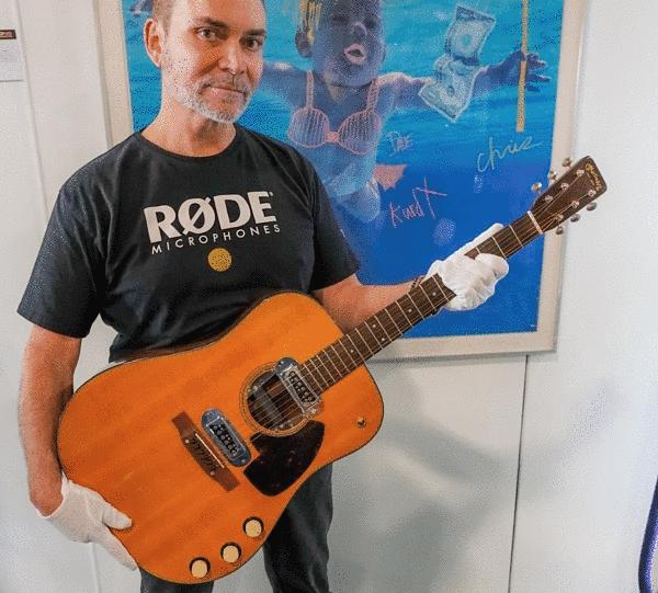 Peter Freedman con la chitarra da record
