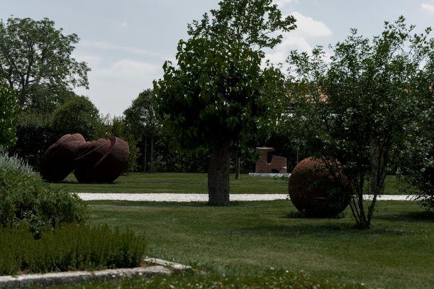 Grandi sculture del Novecento in un parco spettacolare. Una mostra en plein air, tra arte e natura