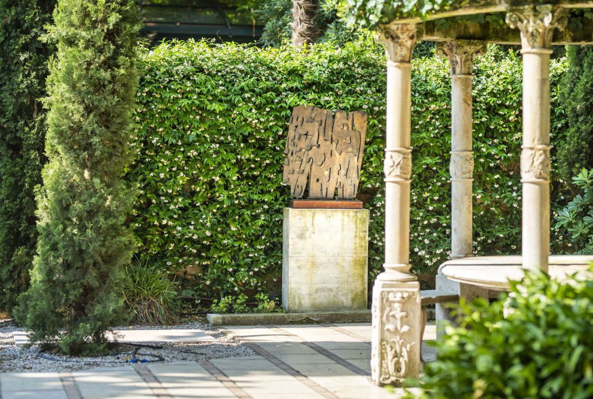 Il giardino delle sculture, cuore verde (e un po' magico) della Collezione Peggy Guggenheim