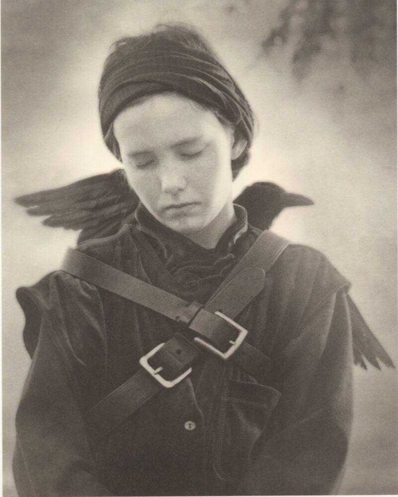 ©️Beth Moon, Flight of raven, dalla serie Diamond Nights