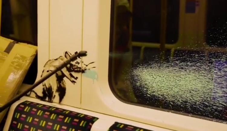 Banksy. L'opera sulla Metro di Londra lavata via dagli addetti alle pulizie!