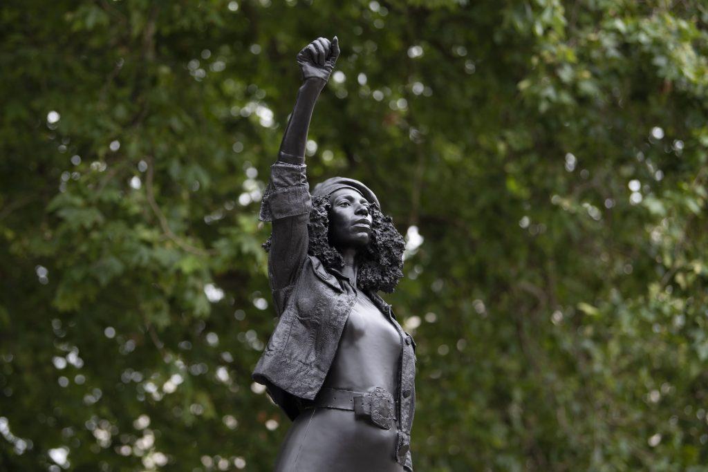 Black Lives Matters. Una scultura di Marc Quinn al posto di quella abbattuta di Edward Colston