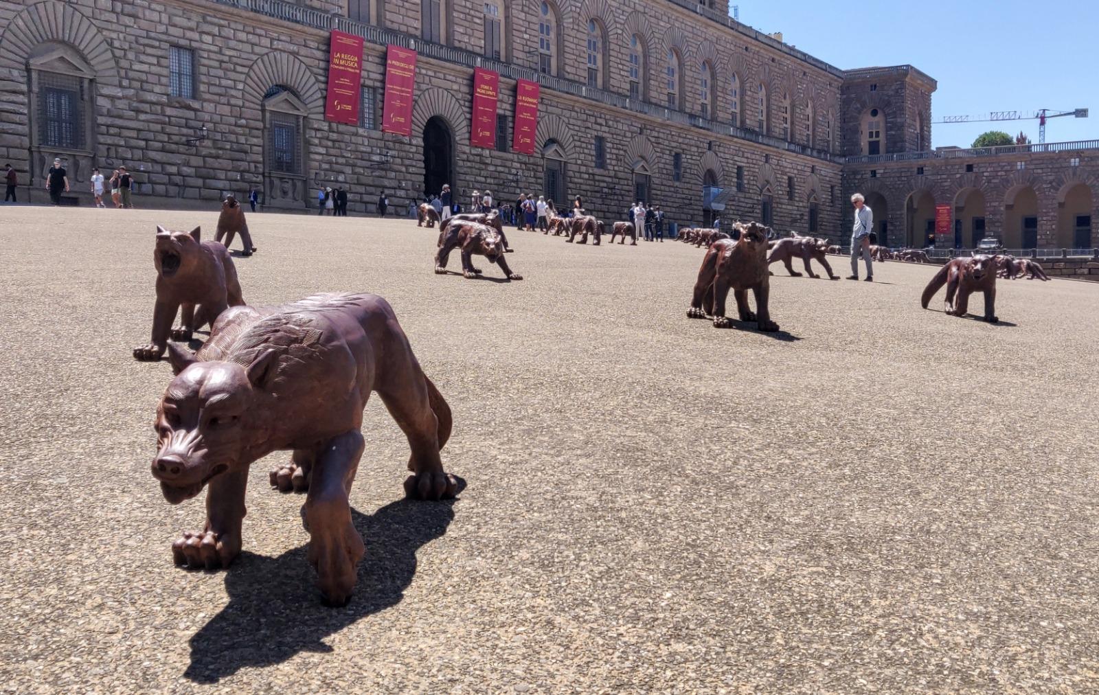 Brutalizzare Firenze. Fra Raffaello e Michelangelo, arrivano i lupi di Liu Ruowang