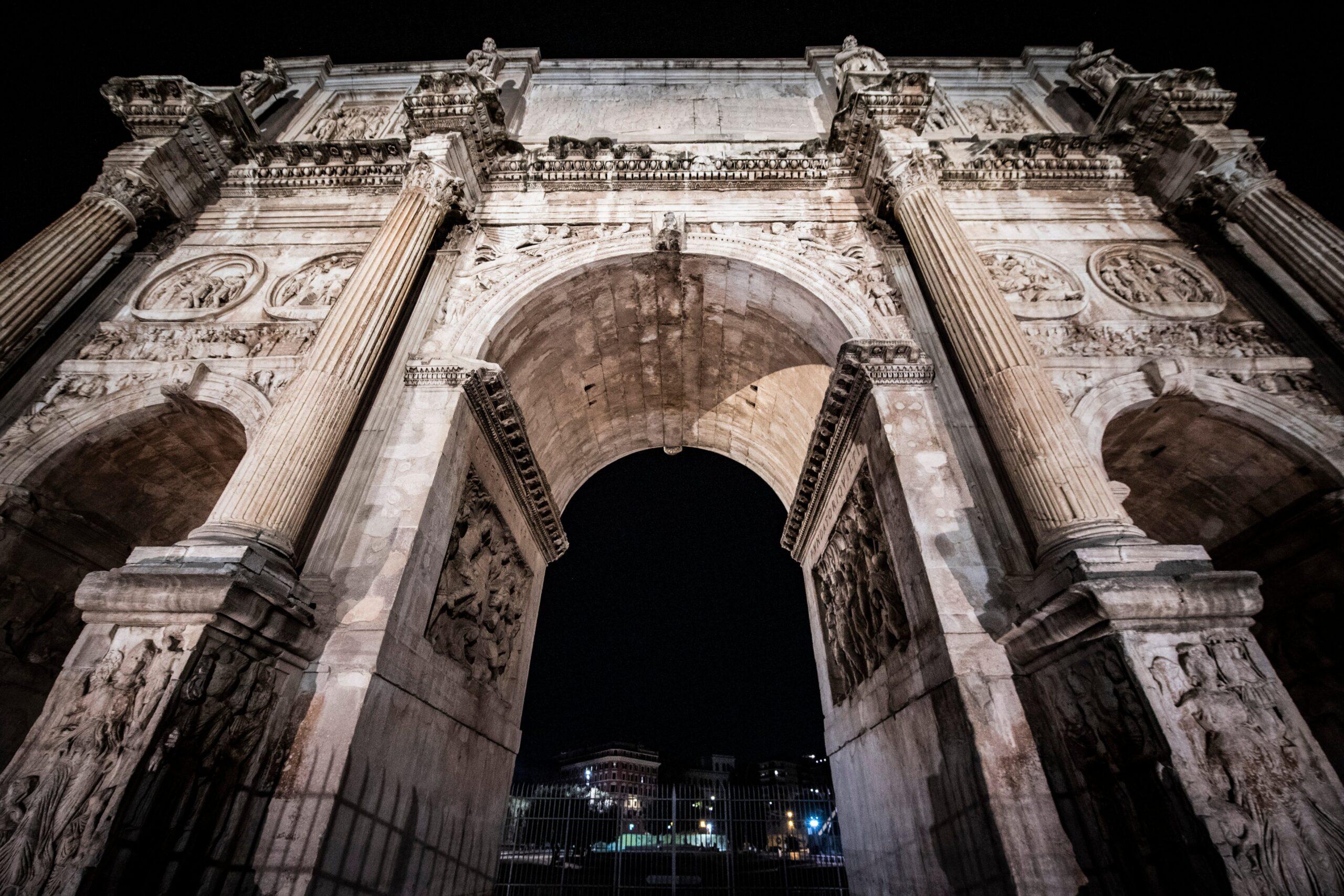 La grande bellezza. Nuova illuminazione artistica per l'Arco di Costantino e Piazza del Popolo a Roma