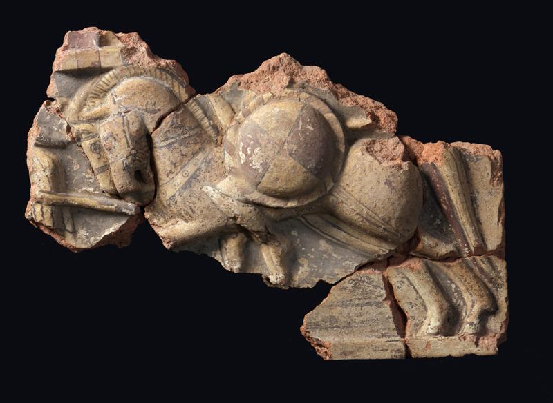 Lastra di rivestimento con figure di cavalieri, inv. HIN 717. Deposito SABAP di Cerveteri