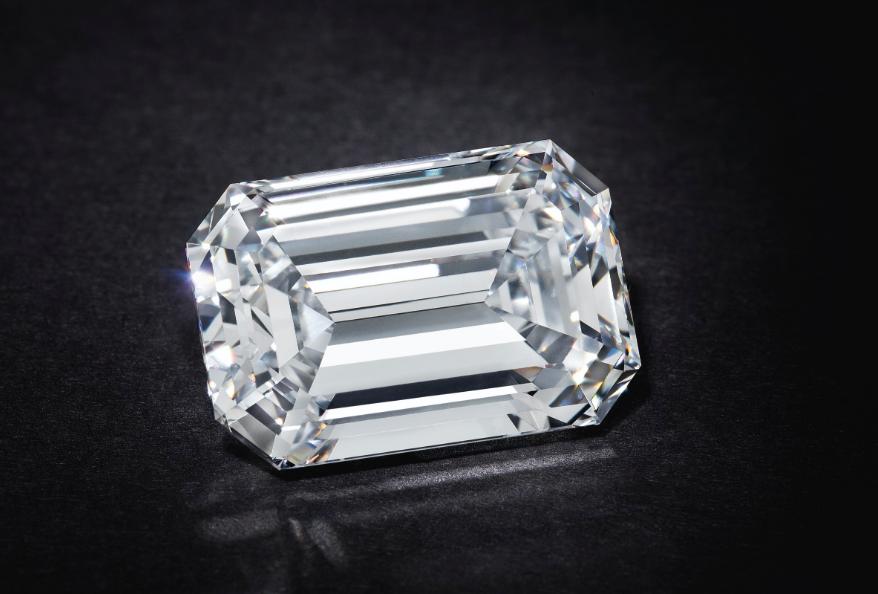 Un diamante da oltre 2 milioni: è record per un gioiello venduto online da Christie's