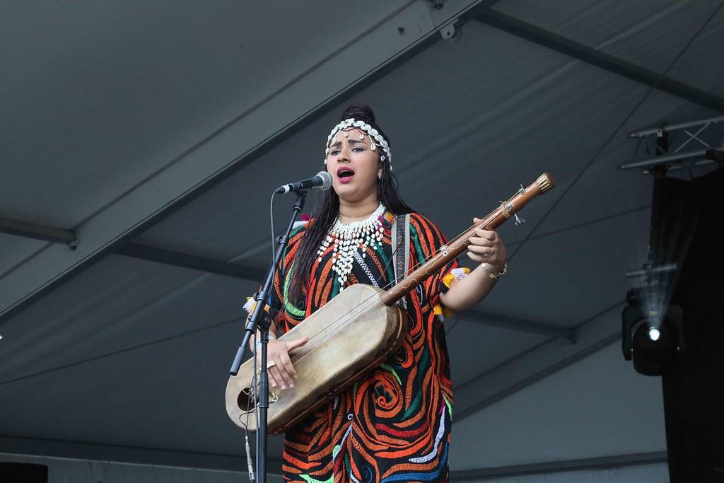 Sfidare la misoginia. La storia di Asmaa Hamzaoui, eroina della musica Gnawa