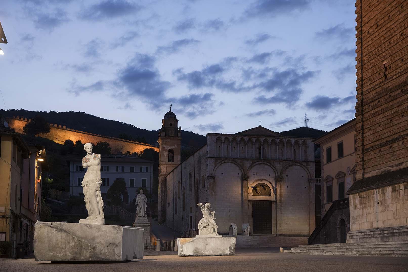 Truly. Le sculture di Fabio Viale dialogano con i luoghi simbolo di Pietrasanta