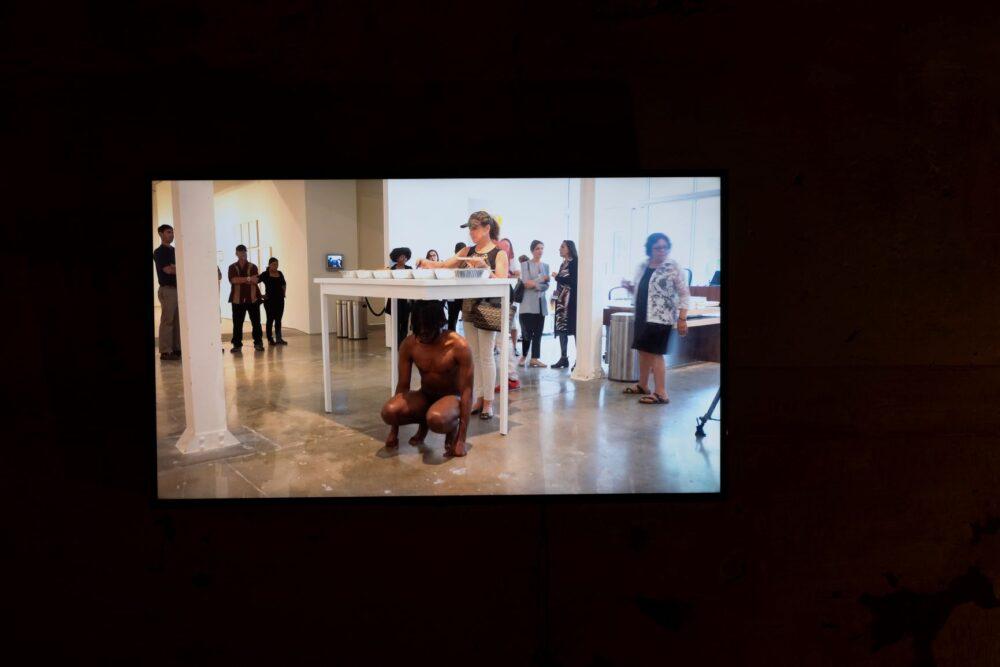 Carlos Martiel, Basamento, 2016. Courtesy of the artist and Prometeo Gallery Ida Pisani Milan-Lucca. Ph. Lucio Ghilardi